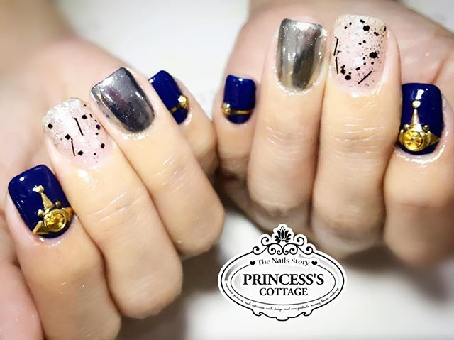 These chrome effects nails are so popular! Just add on to a few nails can make the set of Nailarts l