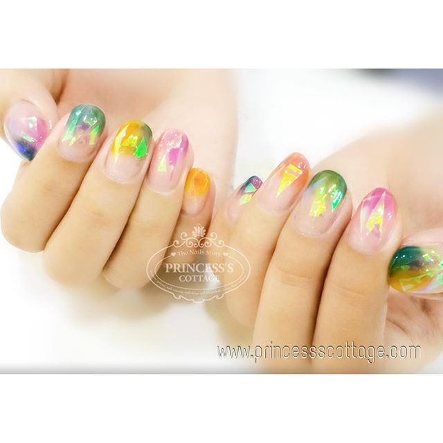 Beautiful colorful shattered glass nails, makes me sooo want to have them too! 【Done by Meymey at Th