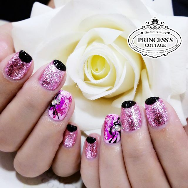 Happy Sundays💫 this is one of the $25 promotion nailart set not to be missed! 【Done by Senior Nail