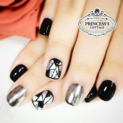 Chrome effect gel always goes well with black. See earlier videos to see the amazing application of