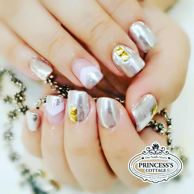 Chrome effect on light base color for this this! Shiny!✨ 【Done by Senior Nail Artist Qing at The Sel