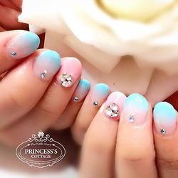 Nice pastel gradient on short nails