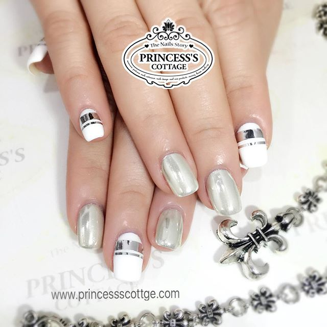 Put variety in white. More chrome effect nails coming up