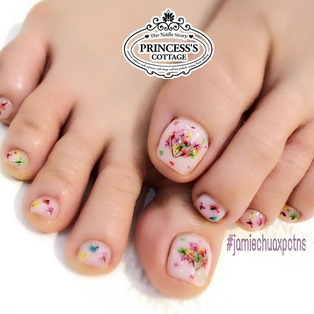 Ms Jamie's _ec24m nailarts on the toes to match her fingernails. Natural pink tone base color makes