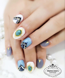 Try to make a grey day pretty! Smile _) 【Nails done by Senior Nail Artist Mey】👉🏻👉🏻More info, Che