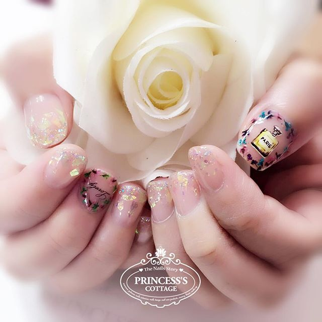 Like to have some dried flowers, glitters sequins and stickers_ For those who do not like to spend s