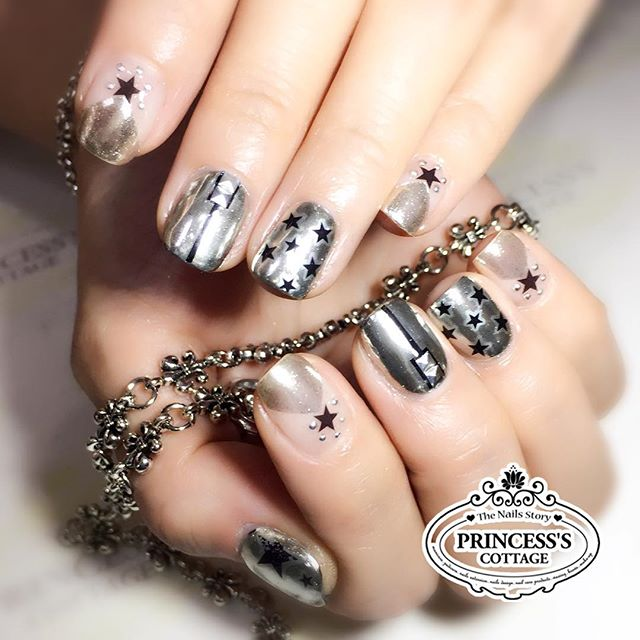 Chrome effect nails on Ms Jamie _ec24m for her Europe getaway