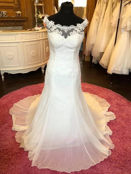 Sincerity '3950' Wedding Dress