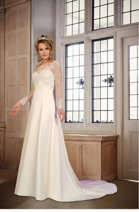 Tia (Benjamin Roberts) Wedding dress