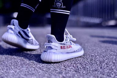 White & Black Yeezy Boost 350 V2 'Zebra' Release Date
