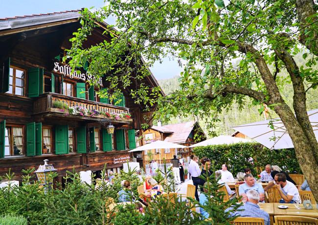 82746D86_Restaurant_Rössli_Feutersoey_Gstaad.jpg