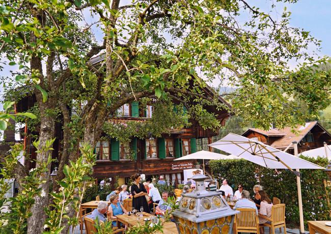 2A98B3F7_Restaurant_Rössli_Feutersoey_Gstaad.jpg