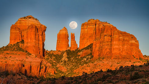 Sunset-in-Sedona-Arizona-Cathedral-Rock-and-Moon-Desktop-backgrounds-free-download-for-win