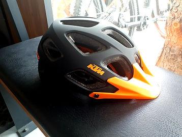 Nuovo Casco Ktm E Bike presso Noleggio Ski & E-Bike Mattioli Service a Bellamonte Predazzo