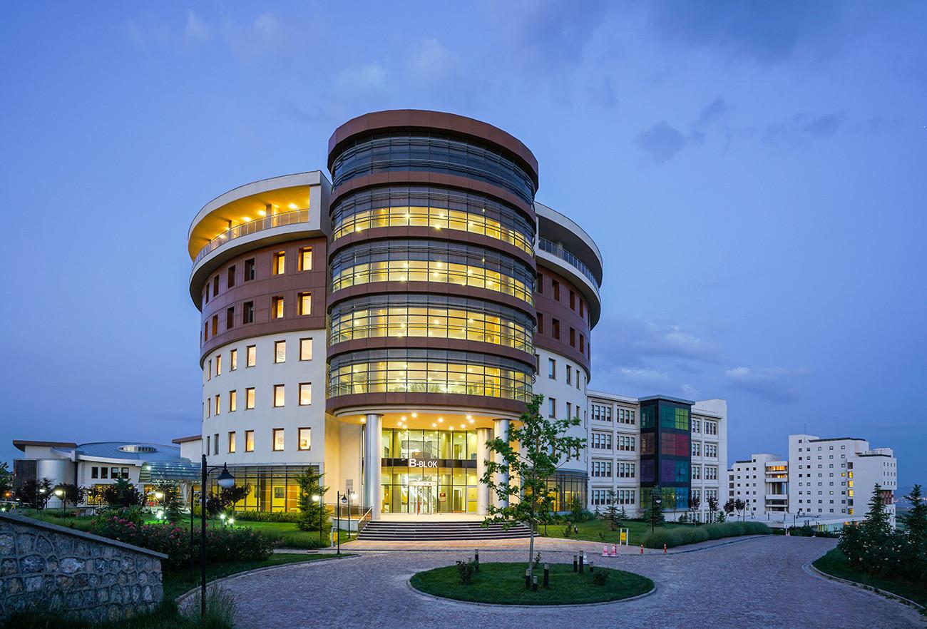 Ufuk_Üniversitesi3.jpg