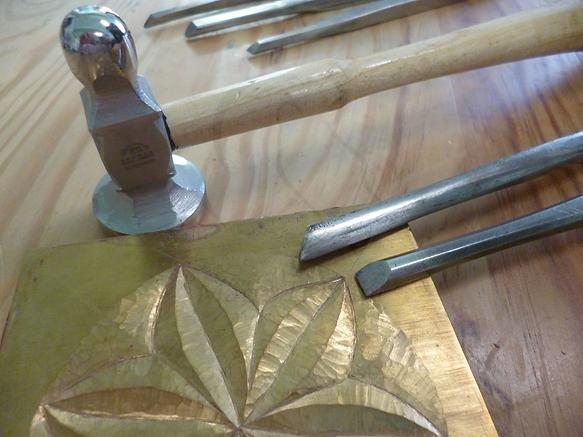 outillage gravure marteau burins