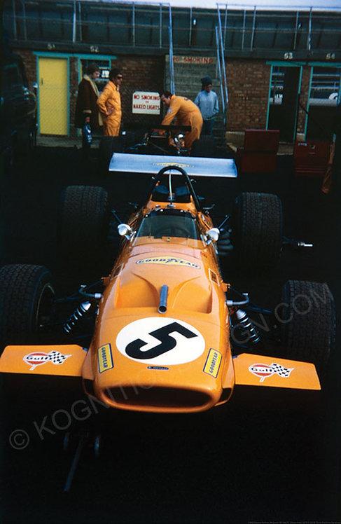 080-Denny Hulme, McLaren M14A, F1 Silverstone 1970