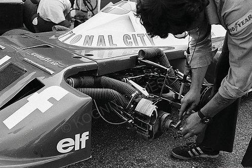 """044-Tyrrell Pit Work F1 1977 18""""x27"""""""