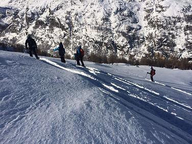 Ski hors-piste dans la vallée de Chamonix