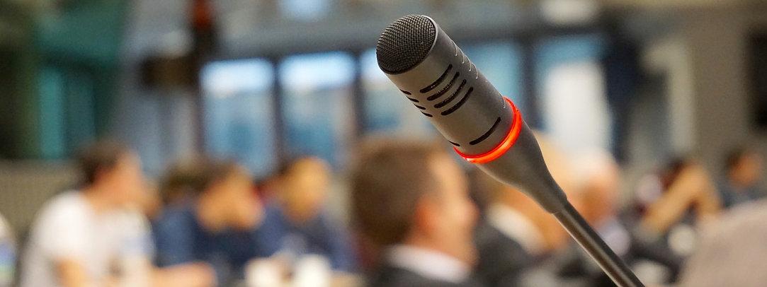 microphone-704255_1920_edited_edited.jpg