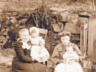 Ann Eaton with daughter Violet Farnsworth and grandchildren Henrietta and Arthur