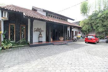 Halaman Parkir Rumah Palagan