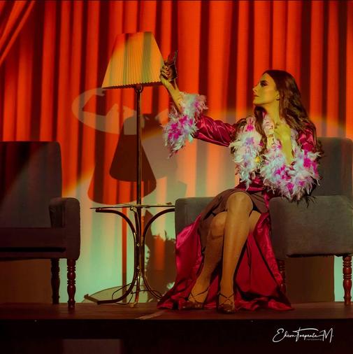 Florencia Lauga como Gloria