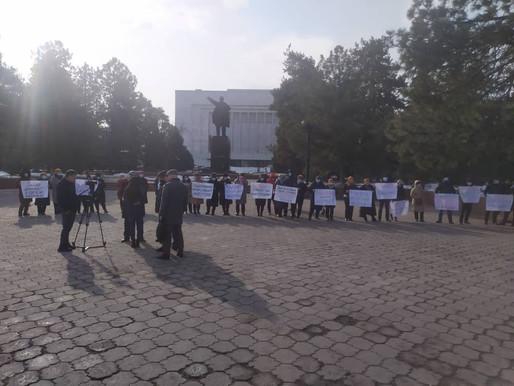 Мирный митинг в поддержку Указа Президента КР о защите собственности и инвестиций