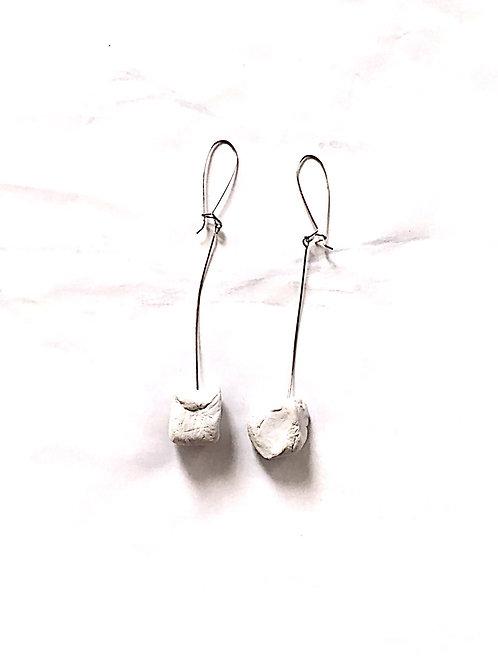 65/ 彫刻 earrings
