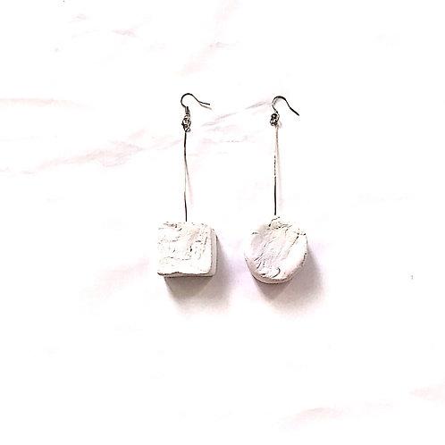 62/ 彫刻 earrings