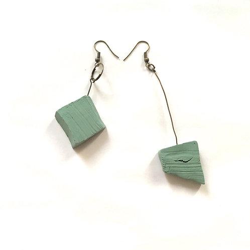 18/ 彫刻 earrings