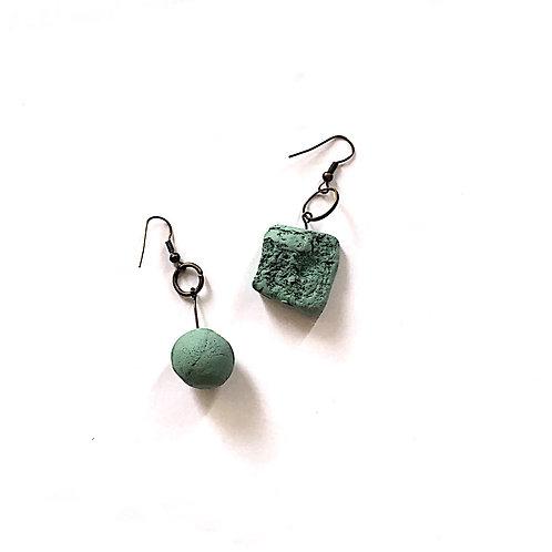34/ 彫刻 earrings