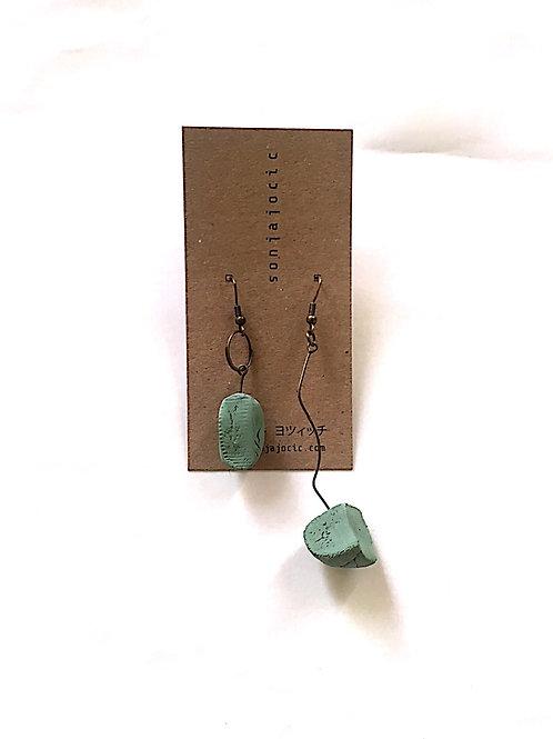 33/ 彫刻 earrings