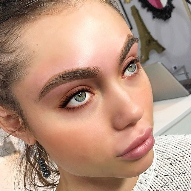 Fluffier and thicker brows with brow waxing
