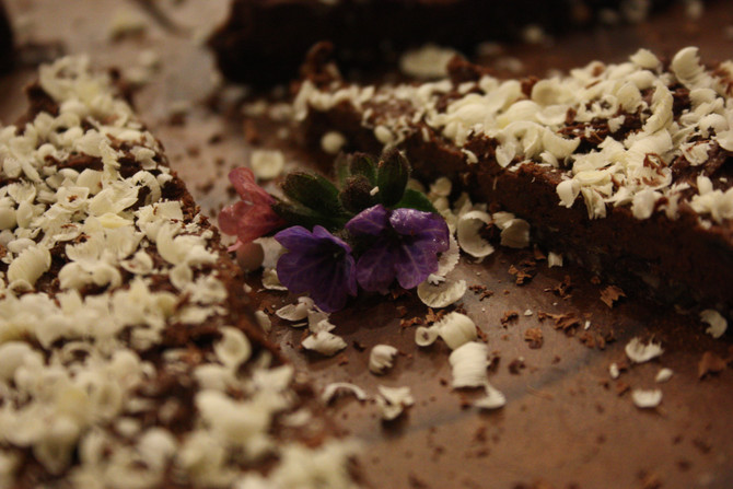 Donkere chocoladetaart met romige chocolade-kokoscrème