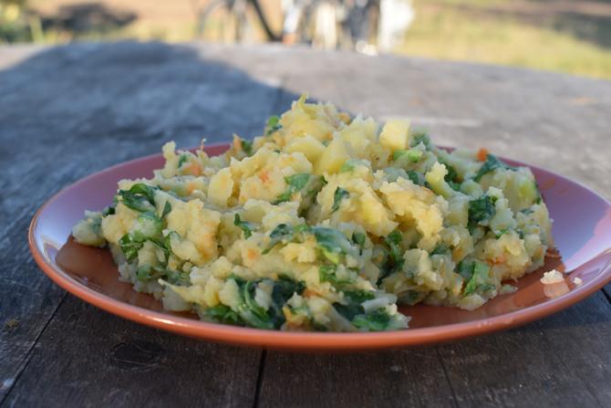 Aardappelpompoen puree met mosterblad en belegen kaas