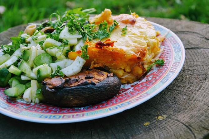 Ovenschotel van aardappel-pompoen puree, zuurkool en (geiten)kaas