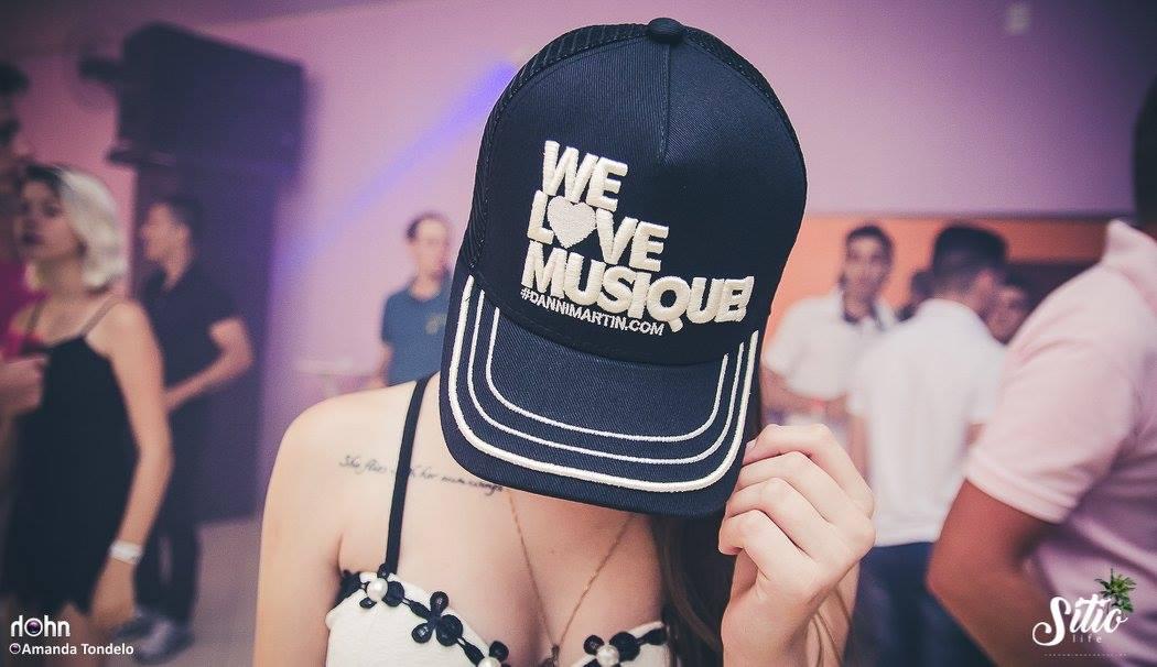 BONÉ WE LOVE MUSIQUE