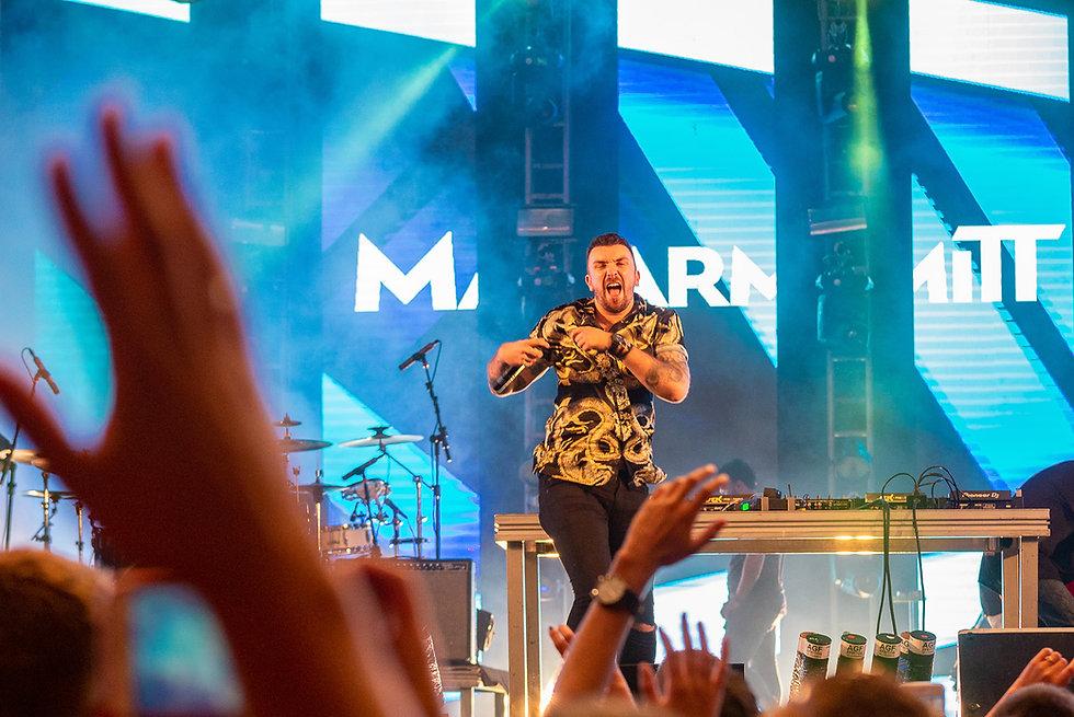 marmitt dj open format produtor musical palco mão pra cima