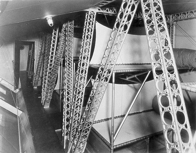 Macon-crew-bunks-1934.jpg