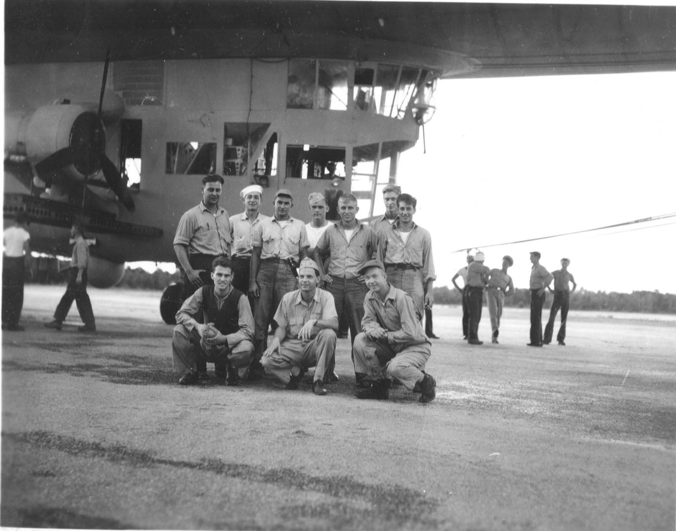 1942-nov-blimp-crew.jpg