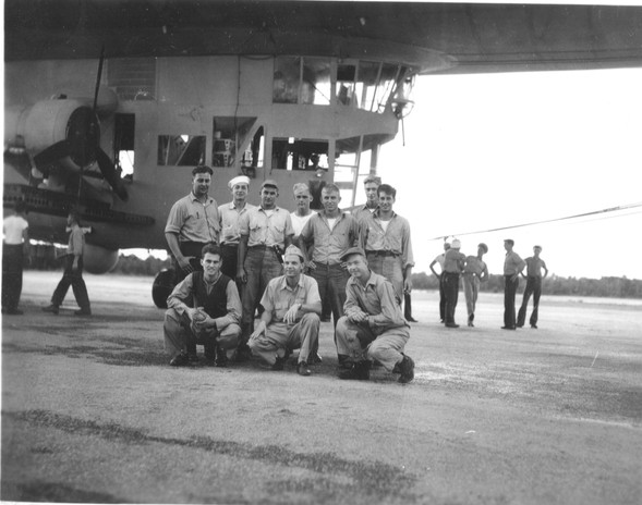 1942-nov-blimp-crew.jpg