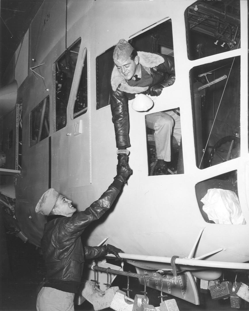 1942-nov-blimp-handshake.jpg