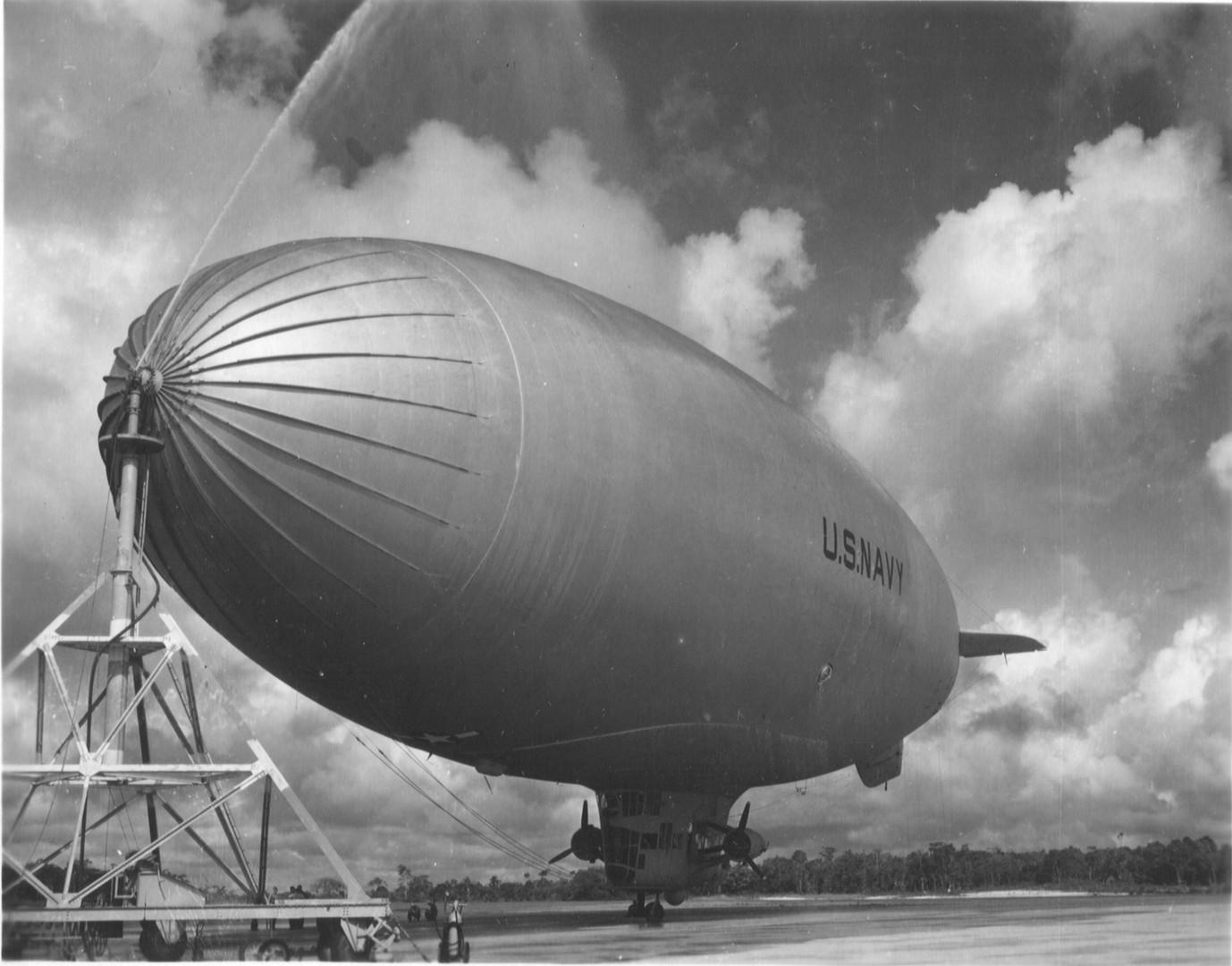1942-blimp-at-mast.jpg