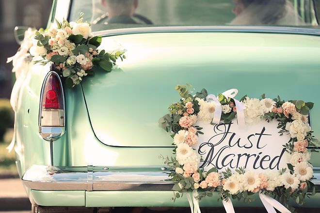 Beautiful wedding car with plate JUST MA