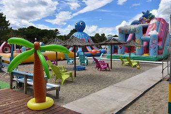 club de plage, bouées tractées, natation.