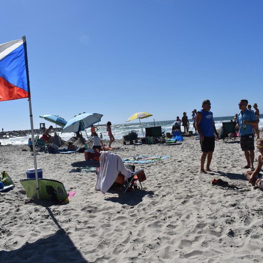 busy on the beach vlajka - 1
