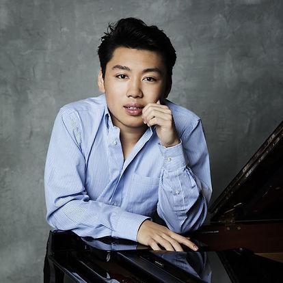 GeorgeLi-pianist1T-photocreditSimonFowle