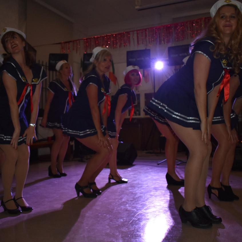Tanec all Q tmava - 1