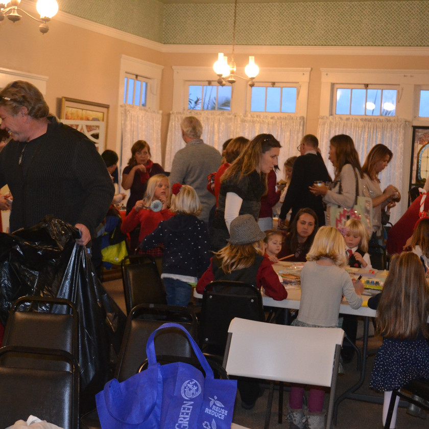 Love this cozy Hall full of people!
